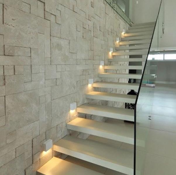 Castelatto piedra partida for Piedra revestimiento pared